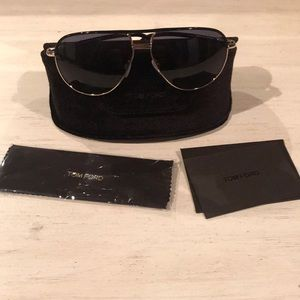 Like new Tom Ford aviator sunglasses